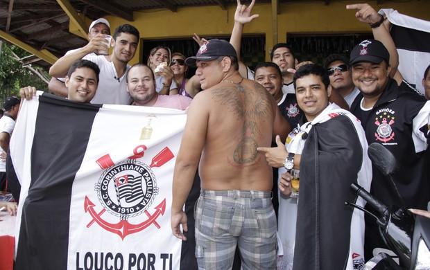 Corinthianos comemoram o título em Belém (Foto: Fabio Costa / O Liberal)