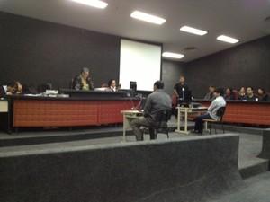 Ex-policial militar José Renildo Carvalho Costa senta no banco dos réus (Foto: Maiara Pires/G1)