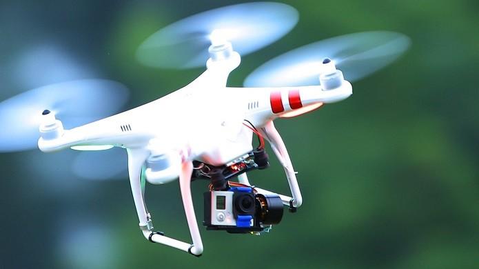 Gimbal sendo utiliado num drone Phantom (Foto:Reprodução/YouTube)