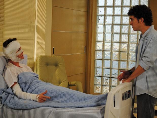 Gabriel diz a Kiko que vai substituí-lo no seriado (Foto: Malhação / Tv Globo)