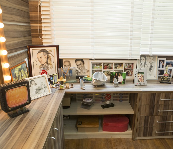 Cantinho tem troféu de quadro do Caldeirão e fotos do casal (Foto: Felipe Monteiro/Gshow)