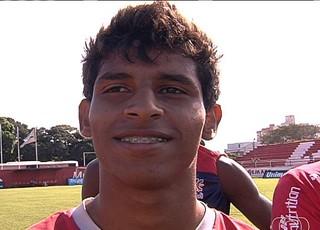 Gustavinho, atacante do Vila Nova (Foto: Reprodução/TV Anhanguera)