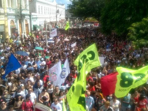 Manifestação dos trabalhadores em Juiz de Fora (Foto: Roberta Oliveira/G1)