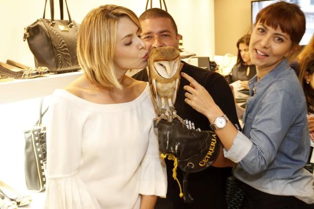 Bianca Rinaldi e Simone Soares em lançamento de coleção de loja (Foto: Marcos Ferreira / Foto Rio News)