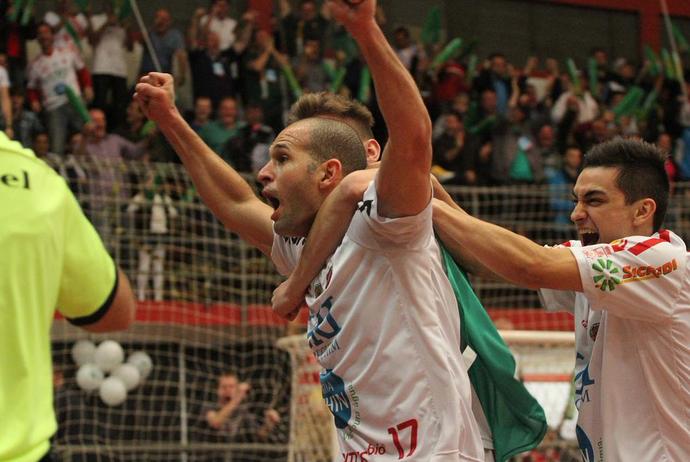 Atlântico Erechim celebra título da Copa Intercontinental de futsal (Foto: Reprodução/Twitter)