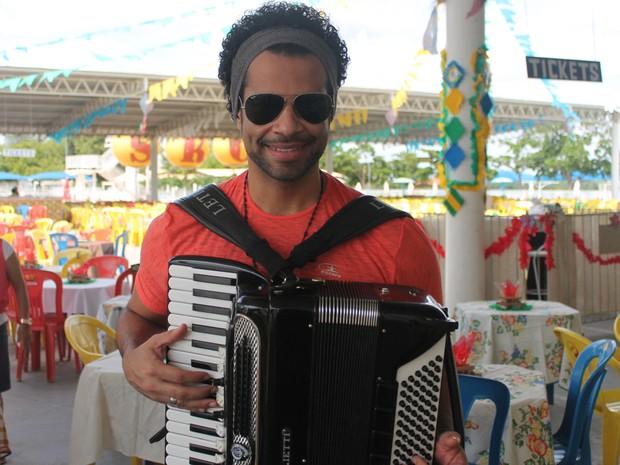 Cezzinha é uma das atrações do tradicional Forró do Beco (Foto: Juliane Peixinho/G1)