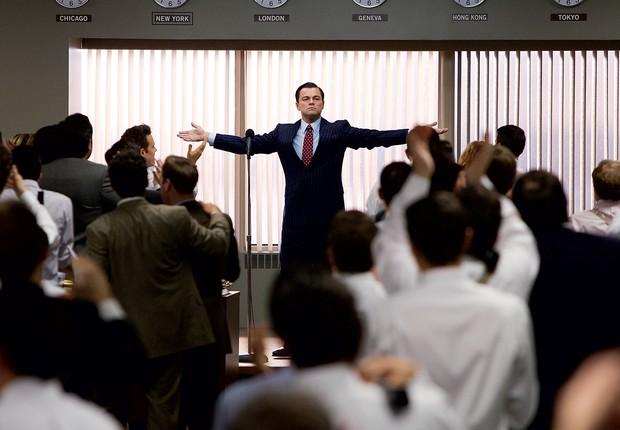 GURU DAS VENDAS Jordan Belfort (Leonardo DiCaprio) anima a equipe  a vender ações aos clientes. Sem escrúpulos ou pudor (Foto: Mary Cybulski)