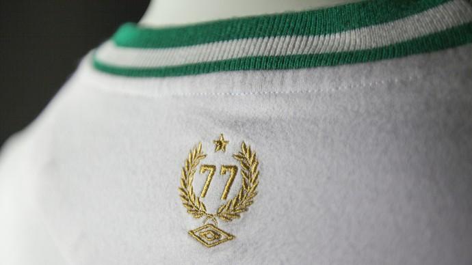 Fornecedora apresenta detalhes da camisa retrô e 3º uniforme da Chape c1723492fcce9