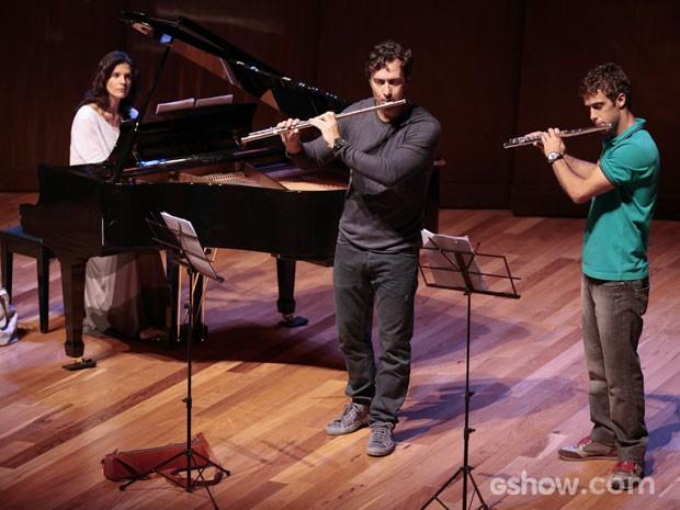 Laerte ensaia ao lado do filho e não vê Luiza na plateia (Foto: Pedro Curi/TV Globo)