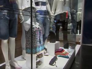 Investimento para aquecer vendas no Natal deve ir além de vitrine chamativa (Foto: Reprodução/TV Globo)