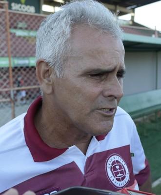 Vevé, técnico da Desportiva Ferroviária (Foto: Richard Pinheiro/GloboEsporte.com)
