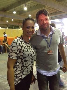 Solange Almeida com o marido, Wagner Miau, no Festival de Verão de Salvador, na Bahia (Foto: EGO)
