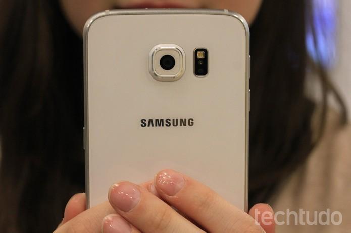 O Galaxy S6 tem design refinado e corpo leve (Foto: Lucas Mendes/TechTudo) (Foto: O Galaxy S6 tem design refinado e corpo leve (Foto: Lucas Mendes/TechTudo))