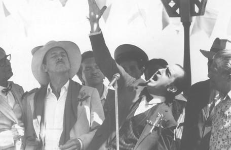 Castro Gonzaga, que interpretou Zico Rosado, em cena com Ary Fontoura, o professor Aristóbulo Arquivo