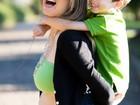 Exposição comemora Dia das Mães com fotos de abraços em Campinas