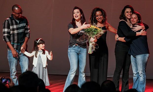 Fernanda Souza com a Irma, Erika e a sobrinha, Isabeli, Thiaguinho, Aretha Oliveira e Francis Helena Conzta (Foto: Manuela Scarpa/Brazil News)