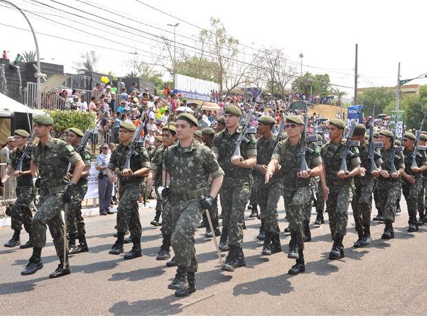 Militares encerram o desfile de 7 de setembro em Cuiabá (Foto: Kelly Martins/G1 MT)