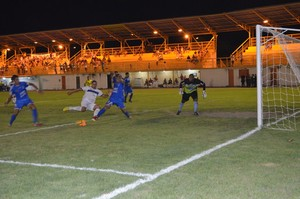 São Raimundo-RR x Atlético-AC (Foto: Nailson Wapichana)