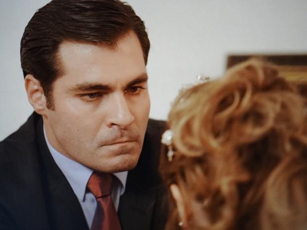Marcos tenta fazer Laura mudar de ideia, mas não consegue (Foto: TV Globo)