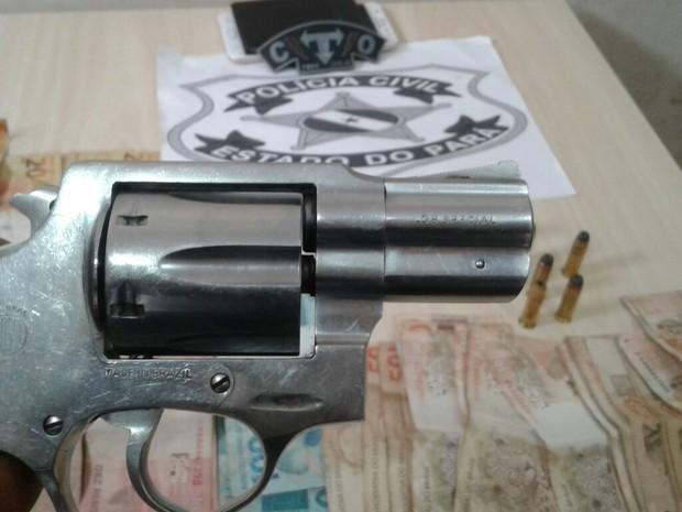 Polícia prende dupla com arma de fogo ilegal em Igarapé-Açuuu (Foto: Divulgação/Polícia Civil do Pará)