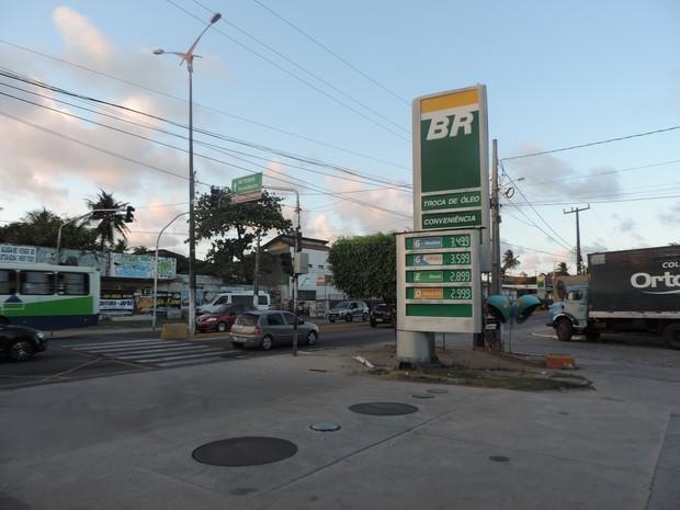Posto de combustíveis na Avenida Olinda, na Região Metropolitana do Recife (Foto: Bruno Marinho/G1)