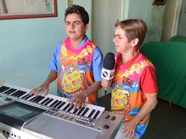 Conheça o talento da dupla 'Anões do Sucesso' formada pelos irmãos Cleiton e Celivan (Foto: Fredson Navarro / G1)
