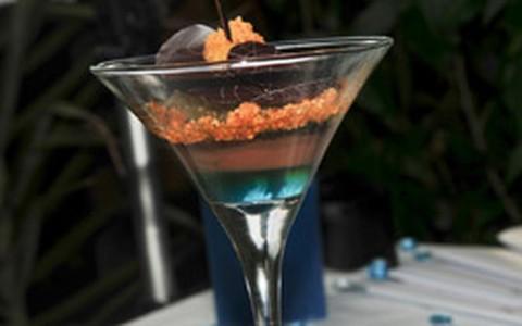 Creme de chocolate com paçoca e abacaxi flambado na cachaça
