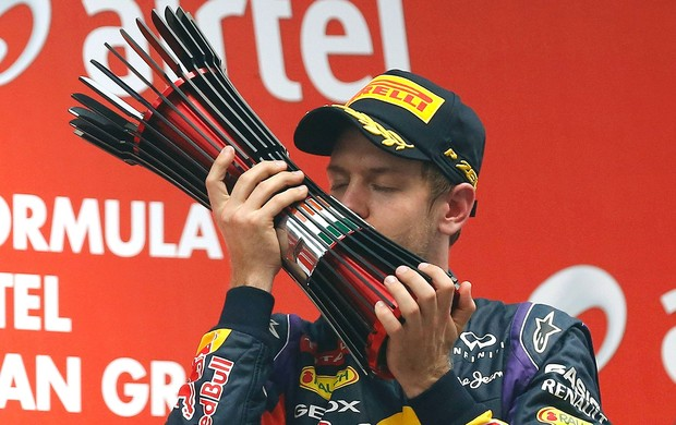 Vettel comemoração título GP da India pódio (Foto: Reuters)