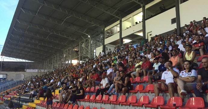 Torcida do Boa Esporte na estreia de Bruno (Foto: Felipe Siqueira)