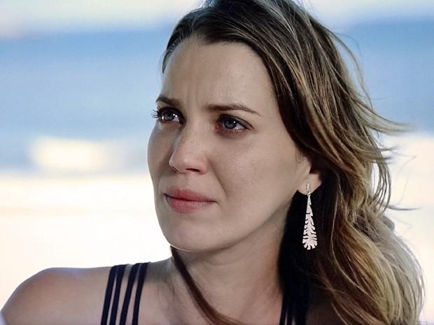 Laura fica surpresa quando Bella dá a entender que ela já está gávida (Foto: TV Globo)