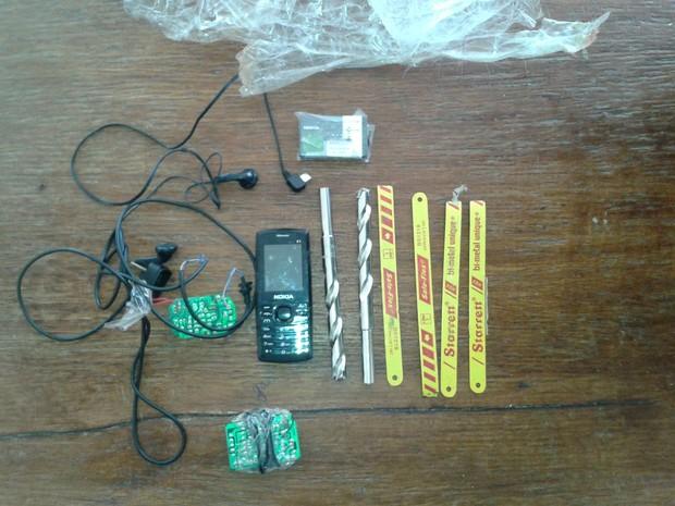 Material que estava preso ao corpo do gato. (Foto: Divulgação/Superintendencia Geral do Sistema Penitenciário de Alagoas)