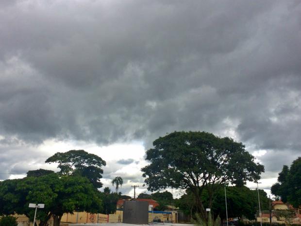 Céu de Campo Grande na tarde desta sexta-feira (20) (Foto: Maria Caroline Palieraqui/G1 MS)