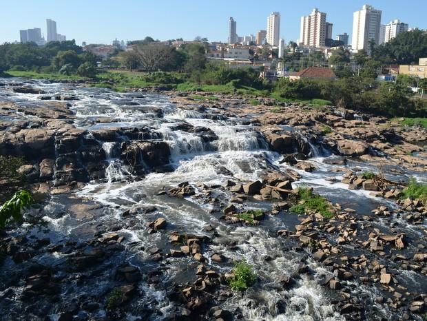 Salto do Rio Piracicaba em 2 de agosto de 2015 (Foto: Claudia Assencio/ G1)