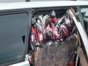 Meias-calças estavam em carro (Foto: Polícia Rodoviária/Cedida)