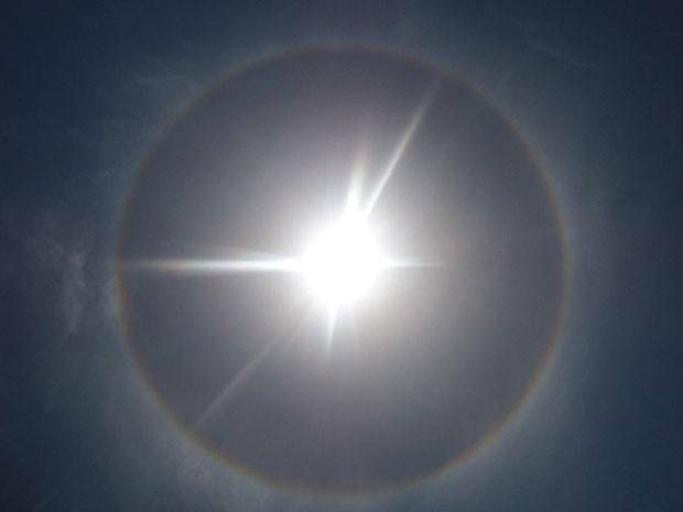 Foto do halo solar, no céu de Paulista, no Grande Recife (Foto: Fabiana Rodrigues / VC no G1)