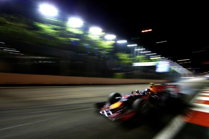 Felipe Nasr acelera a Sauber durante treino livre em Cingapura, nesta sexta-feira (Foto: Getty Images)