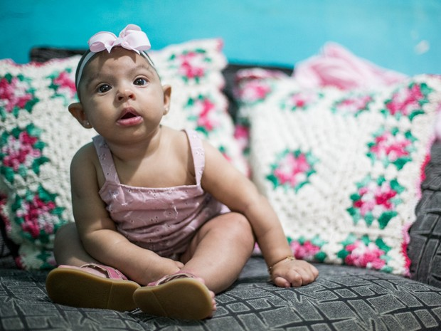 'Criança sofre com preconceito todo o dia, com ela não vai ser diferente, mas estamos nos preparando', diz a mãe de Sarah (Foto: Jonathan Lins/G1)