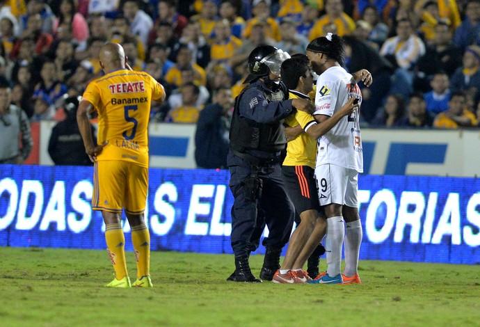 Torcedor Ronaldinho Querétaro (Foto: EFE)