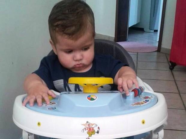 João Vitor sofre de atrofia do nervo ótico e família quer fazer tratamento da criança na Tailândia (Foto: Arquivo Pessoal)