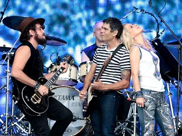 Suricato, Dado Villa-Lobos e Paula Toller, com João Barone ao fundo; grupo toca músicas de toda a história do rock brasileiro (Foto: Felipe Panfili/Divulgação)