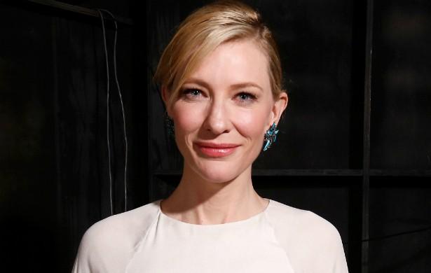 Dizem que Cate Blanchett fez uma tatuagem após ganhar, neste ano, seu segundo Oscar (o primeiro na categoria Melhor Atriz). (Foto: Getty Images)