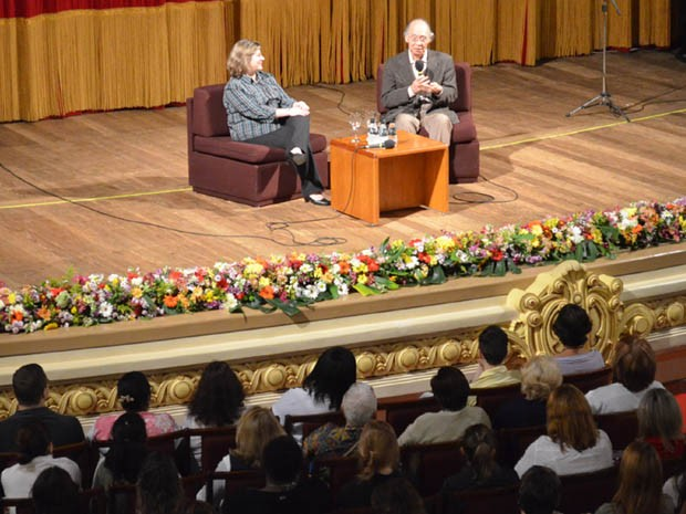 Cerca de 1,3 mil pessoas conferiram palestra de Içami Tiba no Pedro II, em Ribeirão Preto (Foto: Rodolfo Tiengo/ G1)