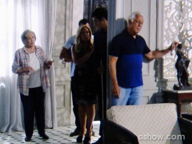 César volta a morar na mansão Khoury (Foto: Amor à Vida/TV Globo)