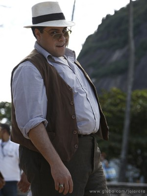 Tiago Abravanel com o malandro Odilon Mascarenhas (Foto: Joia Rara / Tv Globo)
