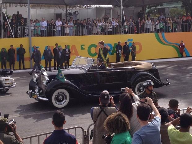 Dilma chega para desfile na Esplanada dos Ministérios, em Brasília (Foto: Mariana Oliveira/G1)