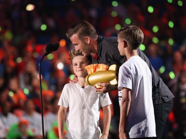 David Beckham e os filhos Romeo James Beckham e Cruz David Beckham em prêmio em Los Angeles, nos Estados Unidos (Foto: Mark Davis/ Getty Images/ AFP)