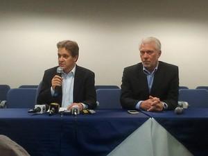 O prefeito eleito de São José dos Campos, Carlinhos Almeida, faz anúncio de secretários de seu governo. (Foto: Carolina Teodora/G1)
