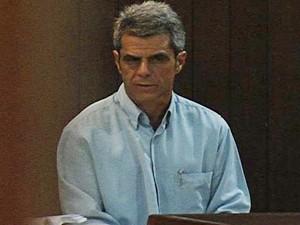 Ex-médico Marcelo Caron durante julgamento pela morte da paciente Flávia Rosa, em Goiânia (Foto: Reprodução/TV Anhanguera)