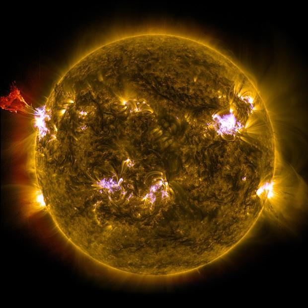 Imagem de atividade solar combina três registros feitos pelo SDO (Foto: Nasa/SDO/AIA)
