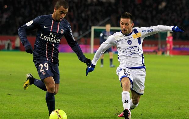 Lucas do PSG e Palmieri do Bastia (Foto: Reuters)